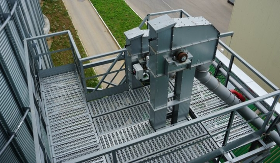 Bucket elevators from 5 to 2500 t/h